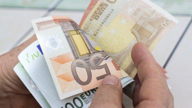 Reddito di emergenza, tempi lunghi per il pagamento: niente soldi fino a luglio