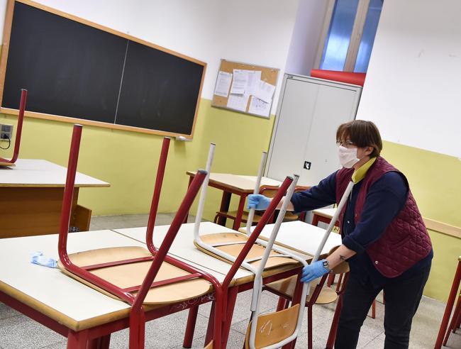 Riapertura scuole: entra una classe ogni quarto d'ora. Obbligo mascherine per tutti