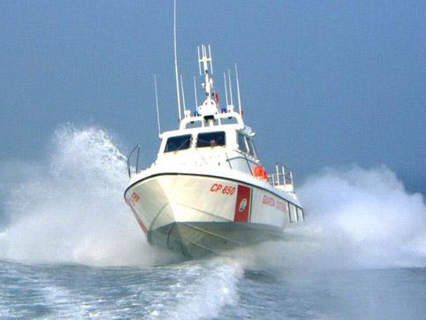 La guardia costiera di Mazara soccorre un marittimo