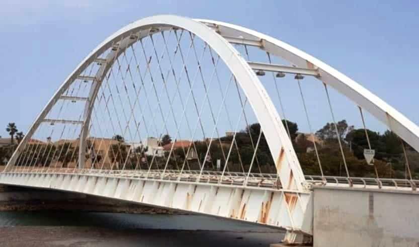 Mazara. Divieto di transito ai mezzi pesanti nel ponte sul fiume Arena. Evitare eccessive vibrazioni nella struttura
