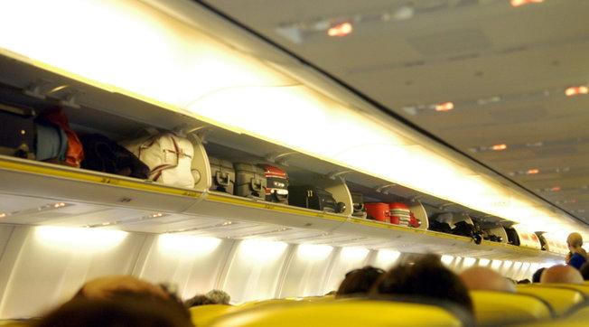 Coronavirus, Enac: sospeso il trasporto del bagaglio a mano negli aerei.