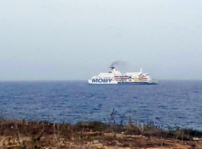 Porto Empedocle, focolaio Covid nella nave dei migranti portati dalla Sea Watch: 28 casi positivi