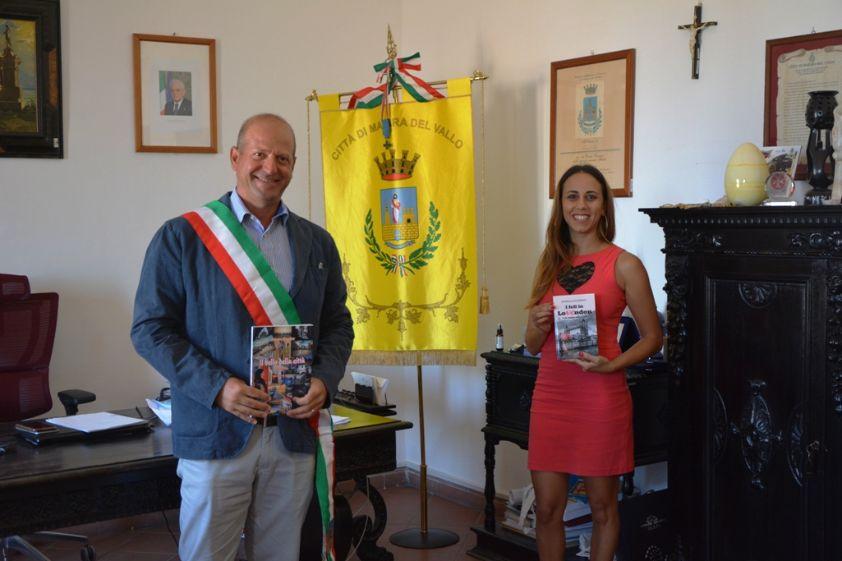 """Mazara. Incontro al Palazzo di Città con Rossella Occhipinti, autrice del romanzo """"'I fell in Lovendon- Come innamorarsi a Londra"""""""
