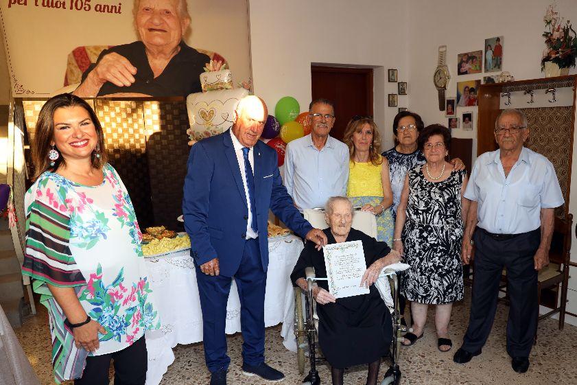 Mazara. La signora Eleonora Scalia raggiunge il traguardo dei 105 anni