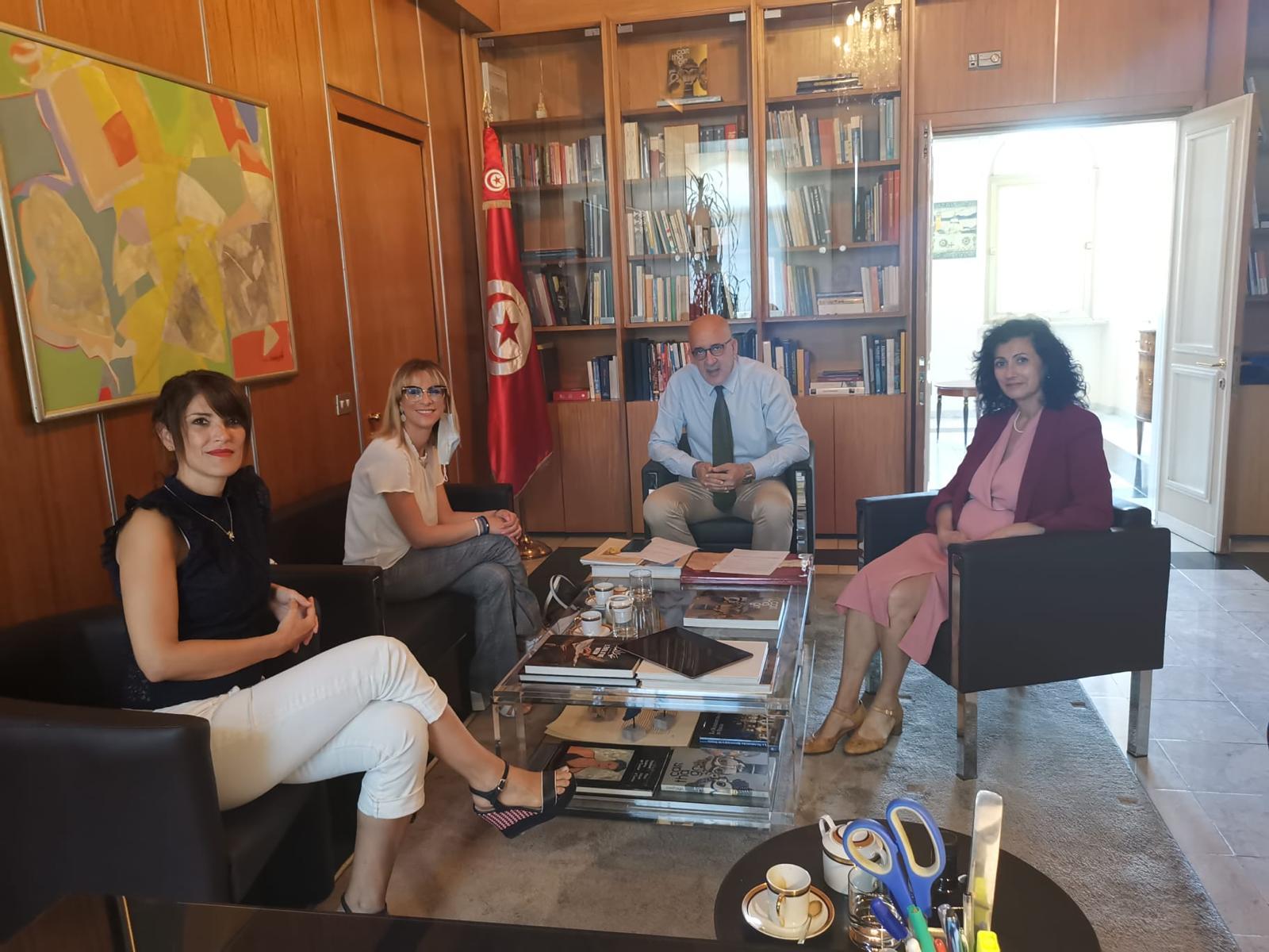La deputata del M5S Vita Martinciglio ha incontrato l'ambasciatore tunisino in Italia Moez Sianoui per affrontare il tema dell'emergenza immigrazione legata agli sbarchi