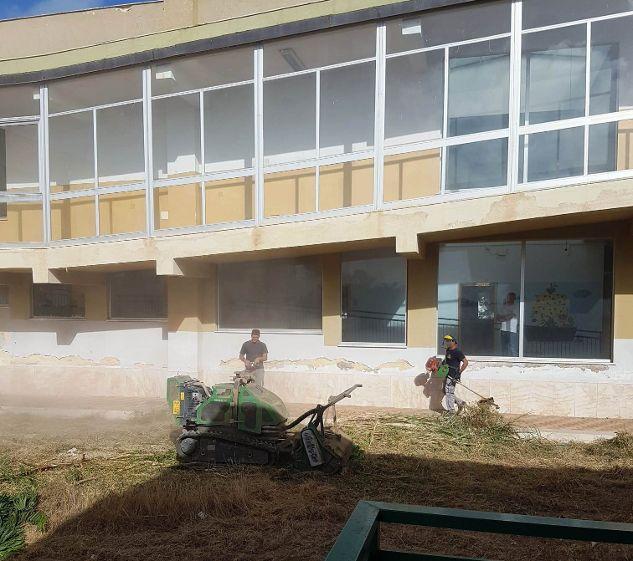 Mazara. Pulizia Spazi esterni Istituti scolastici ed Avviso per Scuolabus