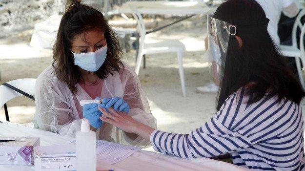 Coronavirus, il bollettino del 13 agosto: altra impennata di casi in Italia, 42 nuovi contagi in Sicilia