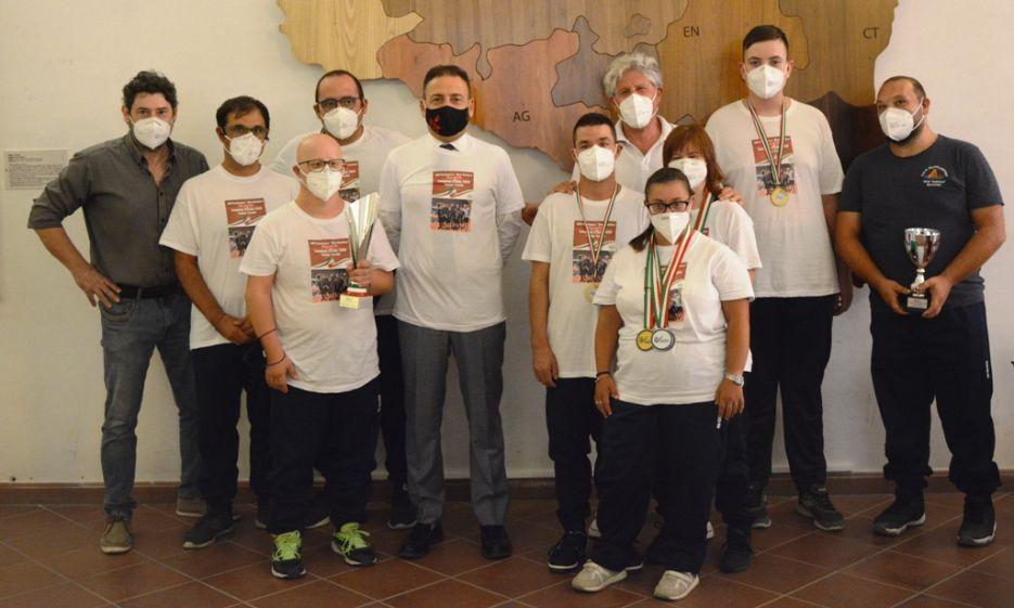 Mazara. I campioni d'Italia di tennis tavolo paralimpico in visita al Comune