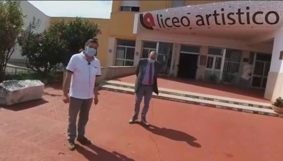 Mazara. (Video) Primo giorno di scuola al Liceo Artistico, il preside illustra il piano anti Covid