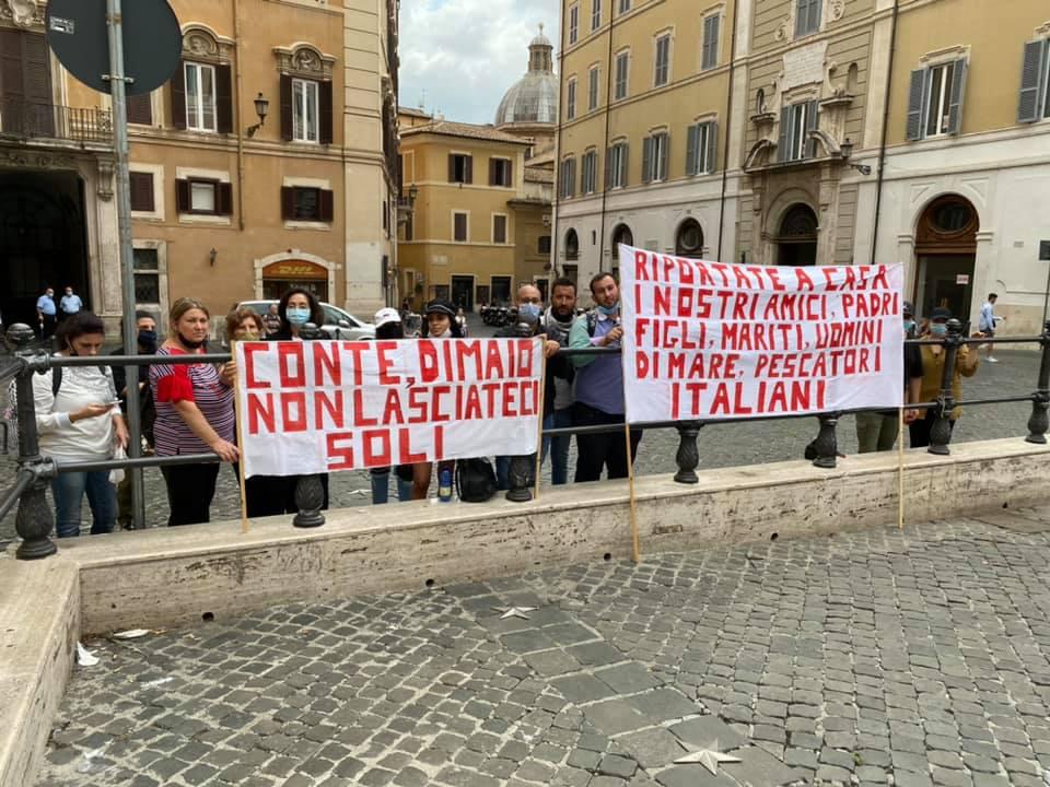 Pescherecci sequestrati in Libia, i familiari da Mazara ricevuti alla Farnesina