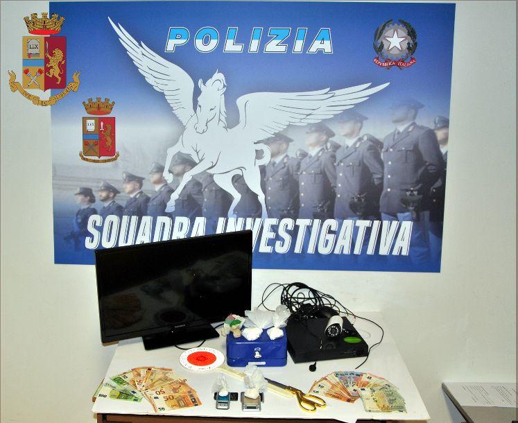 Mazara. La Polizia arresta un mazarese per spaccio, detenzione ai fini di spaccio di cocaina ed eroina del valore di € 20.000,00 circa e resistenza a pubblico ufficiale