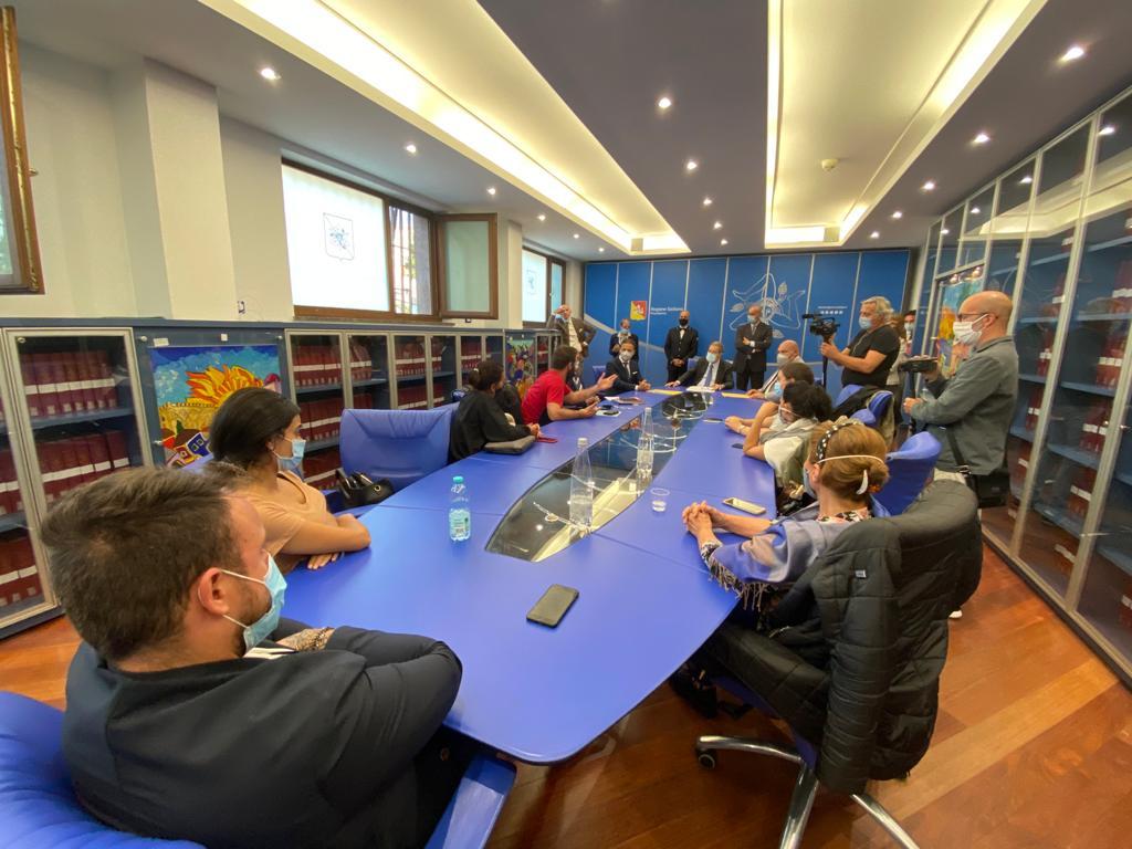 Pescherecci sequestrati in Libia, dal governo Musumeci 100.000 Euro per i familiari dei marittimi