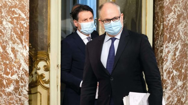 Coronavirus, subito il decreto indennizzi: