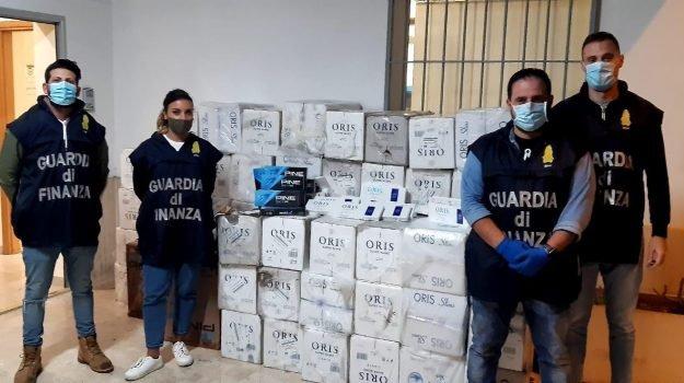 Tre Fontane, oltre 700 chili di sigarette dal Nord Africa per la Sicilia: blitz in mare, 4 arresti