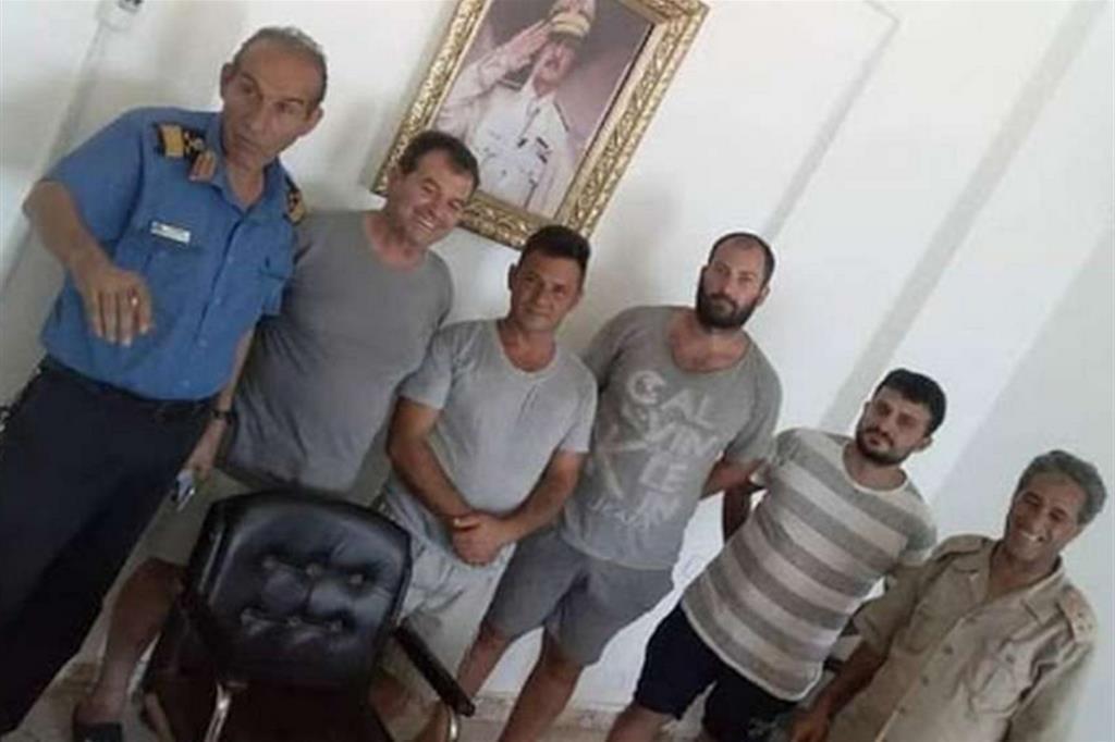 Libia. I pescatori italiani ostaggi del silenzio da 90 giorni. Il ricatto del generale