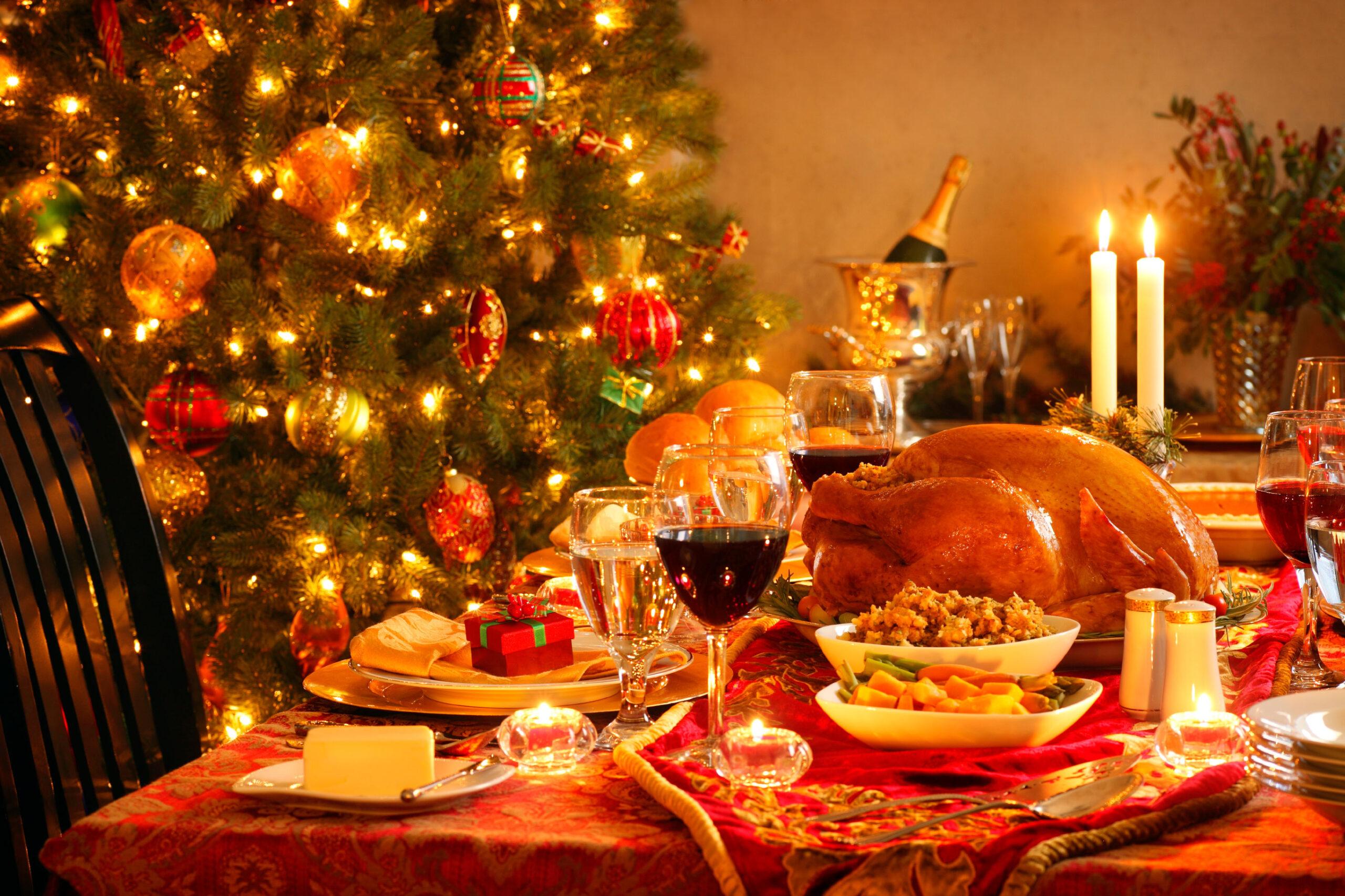 Natale, il piano del governo in un nuovo Dpcm: sì ai regali, no ai cenoni