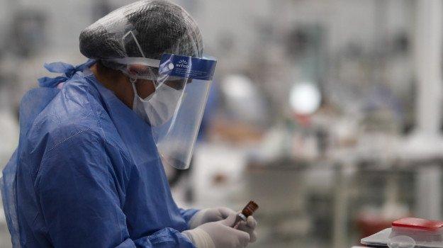Coronavirus, in Italia 32.961 nuovi casi e altri 623 decessi