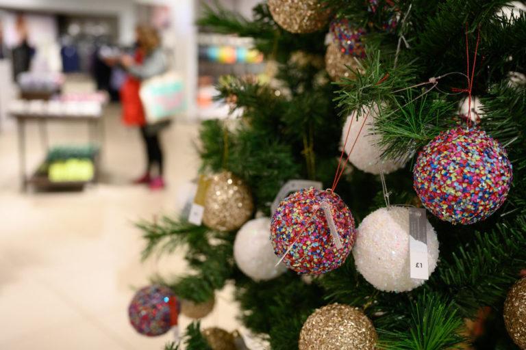 Decreto Natale, da domani l'Italia in zona arancione: cosa cambia, le regole da rispettare