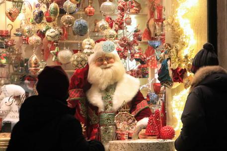 L'Italia oggi è in zona rossa: vigilia di Natale con divieti di spostamenti, ma ecco tutte le deroghe