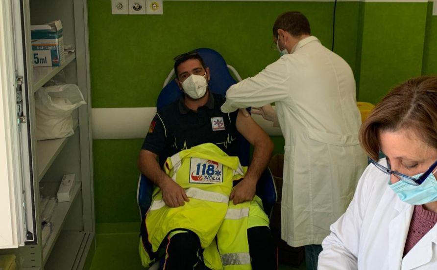 Mazara. Personale sanitario del sistema di emergenza urgenza 118 oggi è stato sottoposto a vaccinazione