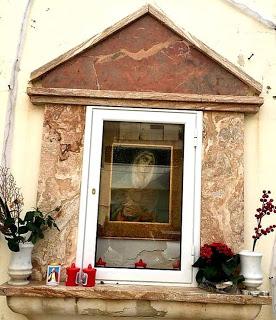 Mazara. Ricollocato nella edicola votiva di via Valeria, il quadro raffigurante la Madonna Addolorata