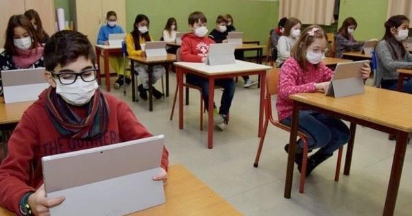 Sicilia in zona arancione, ritorno a scuola scaglionato: lunedì le medie, le superiori dall'8 febbraio