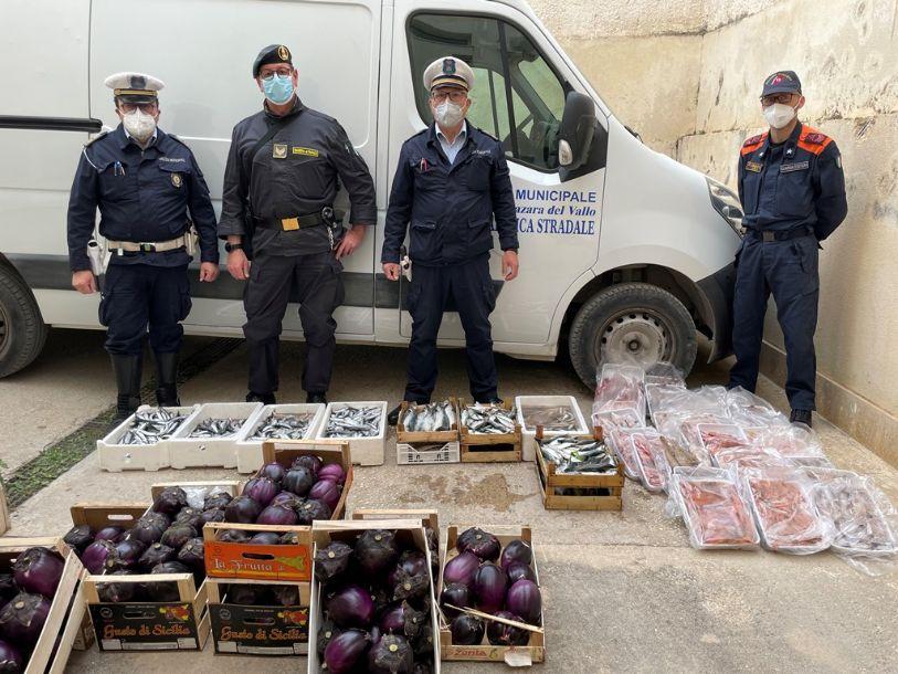 Mazara, sequestrati prodotti ittici ed ortofrutticoli a venditori abusivi a Largo dello Scalo