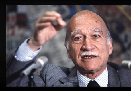 Comuni: polemica a Mazara per cambio nome a via a Almirante