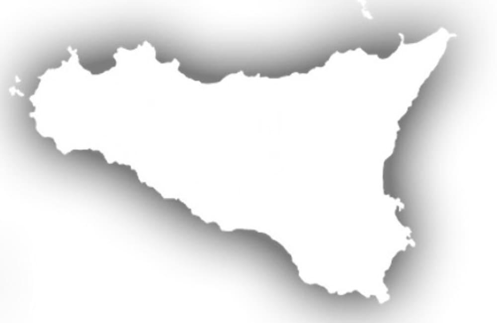 Sicilia da oggi in zona bianca, stop al coprifuoco: sì alle tavolate nei ristoranti all'aperto