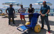 Mazara. Una sedia da spiaggia per diversamente abili donata al lido Baywatch