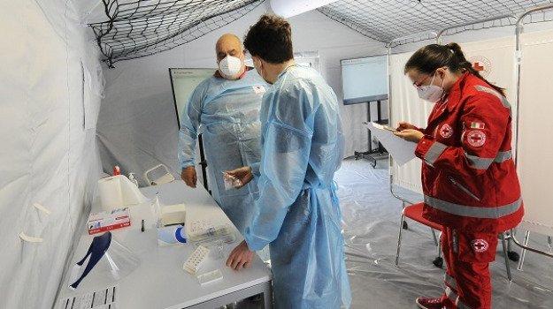 Coronavirus: in Sicilia scende il numero dei nuovi positivi e i ricoveri, un solo ingresso in terapia intensiva