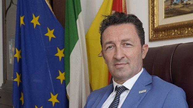 Sicilia, rivolta del deputato regionale Tancredi: